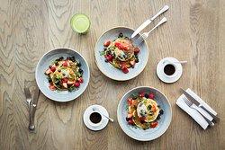 Buttermilk & blueberry pancakes with maple mascarpone (v)