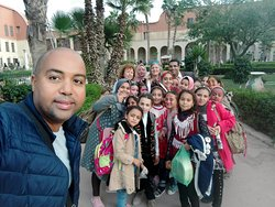 italiani con bambini egiziani al cairo