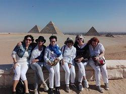 davanti le piramidi di GIZA