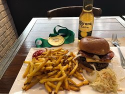Home made french fries, raquelette burger and Corona
