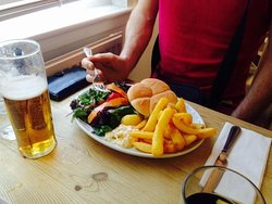 Burger, chips and Veggies