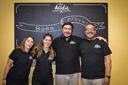 Lo staff de La Tana del Asador vi augura buon appetito! Scoprite il nostro menu con selezionate carni italiane e argentine cotte alla brace.
