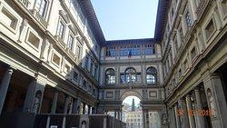 Firenze. Piazzale degli Uffizi (Primavera del 2019)