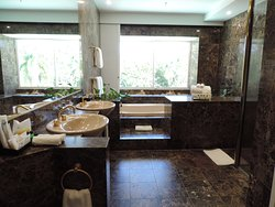 Bathroom in the 1 Bedroom Presidential Suite, 1 King, Lagoon view Room