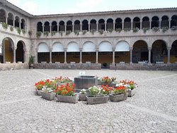 """The """"flower circle"""" at the center of the inner courtyard"""