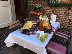 Hallo liebe Nachbarn, bei uns kann man auch leckeren Kuchen genießen 😊