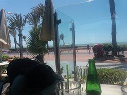 Jolie vue sur la plage.