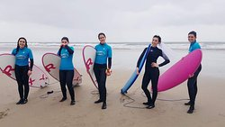 Aulas de surf para celebração de despedida de solteira(o)