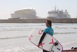 Aulas de surf em grupo ou particulares Aulas para grupos (amigos, empresas, escolas e colégios, ginásios, outros)