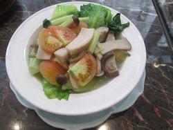 有機鮮茄野菌魚湯浸唐生菜少油少鹽,健康有益