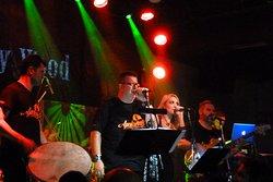 Apalaente band live