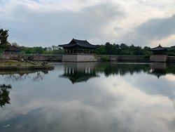 晚上7點打燈, 可以5點左右到先逛一下古物跟建築, 門票2000韓幣