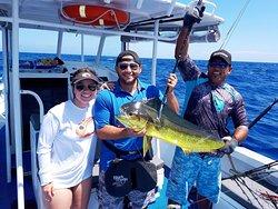 Mahimahi hook up fishing on Momo Gem2