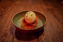 Gemarineerde ananas uit de BBQ | vanille roomijs | kokos lychee schuim