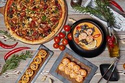 У нас вы можете отведать сочную и ароматную пиццу приготовленную на живом огне , нежнейшие роллы ,  а так же горячие блюда по рецептам нашего шеф-повара. С меню можно ознакомиться на нашем сайте www.alpechino.ru