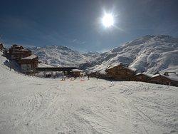 Vue de la piste de ski retour hôtel