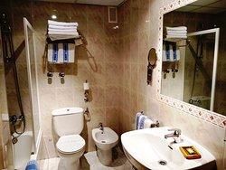 Habitacion familia dos adultos un niño, dos adultos, tres niños