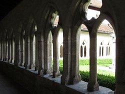 Cloître de St-Ursanne (arcades de style ogival)