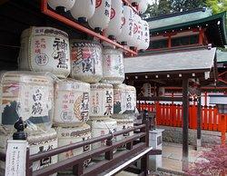 諏訪神社拝殿前の奉納酒