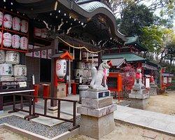 諏訪神社拝殿前の雰囲気