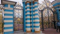 כניסה לארמון המצופה בזהב אמיתי