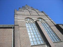Kirche an der Rhein-Promenade.