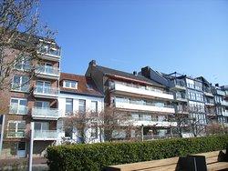 Wohnhäuser an der Rhein-Promenade.