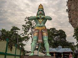 Una delle statue all'ingresso