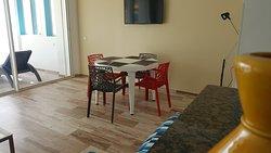 Appartement composé de salon, 2 chambres, cuisine equipée, SDB et terrasse avec vue panoramique sur l'océan et la baie magique d'Imsouane