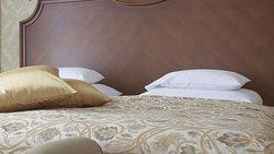 MH ClintonManorHotel Union NJ Guestroom King