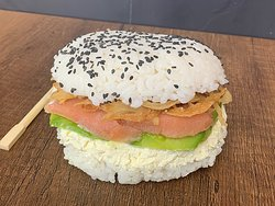 Cambiamos el pan por hamburguesa, Árma tu hamburguesa de sushi.