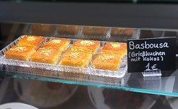 Unser hausgemachter Basbousa (Grießkuchen mit Kokos)
