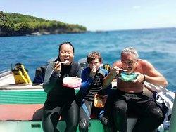Lunch in between snorkelling sites in Nusa Penida