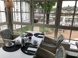 Frühstück mir Blick auf Elbe