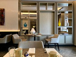 Executive Lounge area. Nice and quiet. Great for breakfast and chilling if you want to avoid the crowd. Good for business meetings as well.