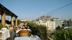 Perfect location, amazing views from the rooftop bar/breakfast lounge and friendly staff
