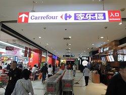 中国系スーパーにはない欧米メーカーの日用雑貨、食品があるので重宝しています