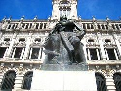 Monumento Almeida Garrett