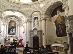 Stucco decorations and perspectives in a single nave church