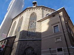 ドームプラッツを間にして、大聖堂に対面している教会です