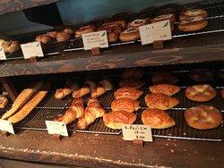 美味しそうなパンが並んでます。