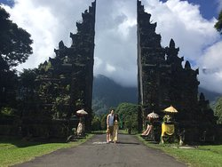 Trips Bali Local website and experienced tour driver, get fabulous spots and professional photo shot during in Bali.  Book your trip with friendly driver