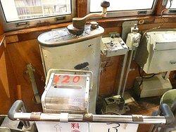 電車の操縦室。