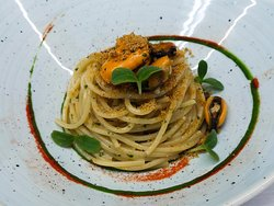 """""""Cavaliere Cocco"""" linguine creamed with clam emulsion, watercress chlorophyll, herring caviar."""