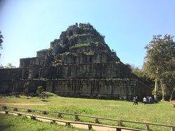 オープニング映像のラピュタ帝国のようなピラミッド遺跡