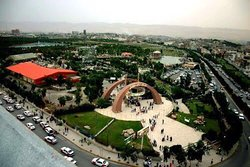 The site of what is now the Azadi Park used to be a military base during the Ba'ath regime, but after the uprising in 1991, it was converted into a tourism attraction. The park contains several beautiful gardens, a restaurant, a small lake as well as sports areas and playgrounds for children. It is a popular spot for relaxation and enjoyment for local residents.