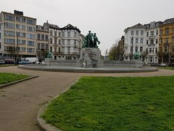 Baron Lambermont Fountain in Zuid district