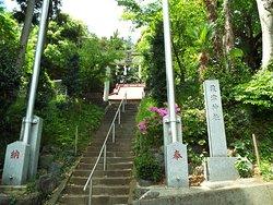 粟津神社の登り口。
