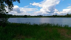 nuvole e lago