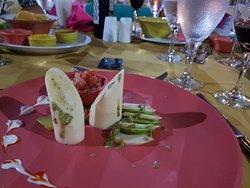 Restaurant mexicain; entrée coeur de palmiers, avocat et bruschetta